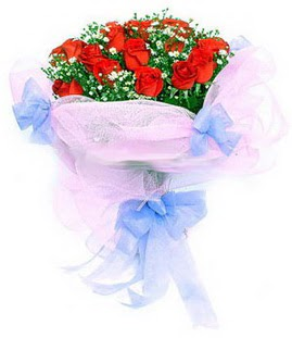 Muş çiçek siparişi sitesi  11 adet kırmızı güllerden buket modeli