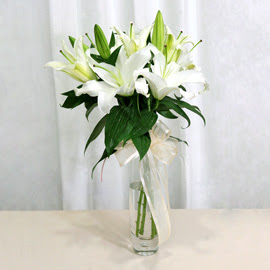 Muş anneler günü çiçek yolla  2 dal kazablanka ile yapılmış vazo çiçeği