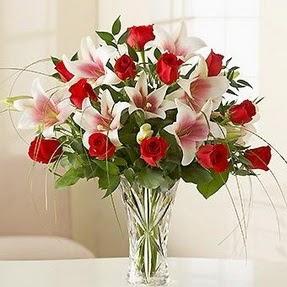 Muş çiçek mağazası , çiçekçi adresleri  12 adet kırmızı gül 1 dal kazablanka çiçeği