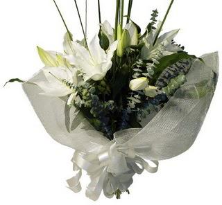 Muş çiçekçi mağazası  2 dal kazablanka çiçek buketi