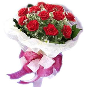 Muş çiçek satışı  11 adet kırmızı güllerden buket modeli