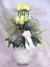 Muş online çiçek gönderme sipariş  9 adet vazoda beyaz gül - sevdiklerinize çiçek seçimi
