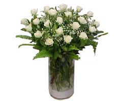 Muş yurtiçi ve yurtdışı çiçek siparişi  cam yada mika Vazoda 12 adet beyaz gül - sevenler için ideal seçim