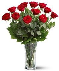 11 adet kırmızı gül vazoda  Muş internetten çiçek siparişi