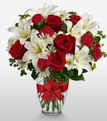 Eşsiz vazo tanzimi güller kazablankalar  Muş online çiçek gönderme sipariş