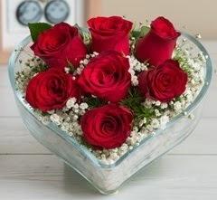 Kalp içerisinde 7 adet kırmızı gül  Muş çiçek gönderme sitemiz güvenlidir