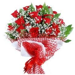 11 kırmızı gülden buket  Muş 14 şubat sevgililer günü çiçek