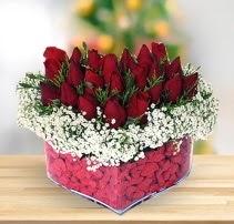 15 kırmızı gülden kalp mika çiçeği  Muş çiçek satışı