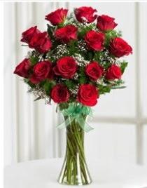 Cam vazo içerisinde 11 kırmızı gül vazosu  Muş anneler günü çiçek yolla