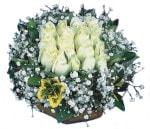 Muş çiçekçiler  Beyaz harika bir gül sepeti