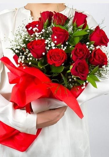 Aşk Gülleri 11 Adet kırmızı gül buketi  Muş çiçekçi telefonları