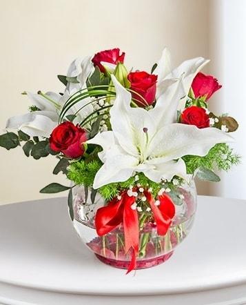 Fanus Vazoda 2 Lilyum ve 5 Gül Dansı  Muş çiçek gönderme
