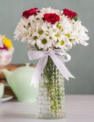 Papatya Ve Güllerin Uyumu camda  Muş çiçek gönderme sitemiz güvenlidir