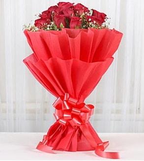 12 adet kırmızı gül buketi  Muş hediye çiçek yolla