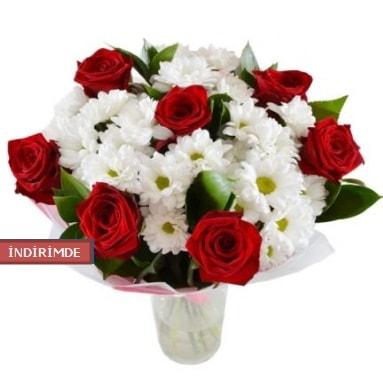 7 kırmızı gül ve 1 demet krizantem  Muş çiçek gönderme sitemiz güvenlidir